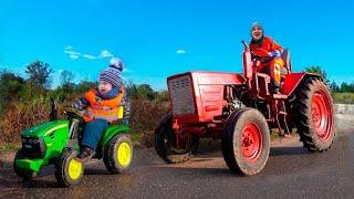 Малыш на тракторе 16 вольт кормит Динозавра, а потом ремонтирует трактор экскаватор с папой