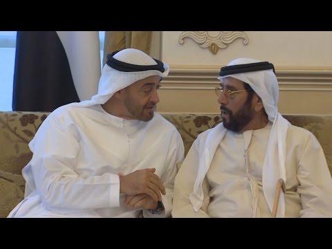 محمد بن زايد يستقبل الرعيل الأول والقيادات المتعاقبة لحكومة أبوظبي.