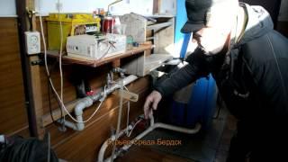 Пенсионер из Бердска сделал источник бесперебойного питания для котла(Владимир Рыженков, пенсионер из Бердска, показывает источник бесперебойного питания, собранный собственор..., 2015-02-16T06:52:14.000Z)