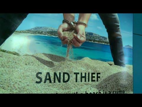 سائحان فرنسيان يواجهان السجن 6 سنوات بسبب سرقتهما 40 كيلوغراما من الرمال…  - نشر قبل 9 ساعة