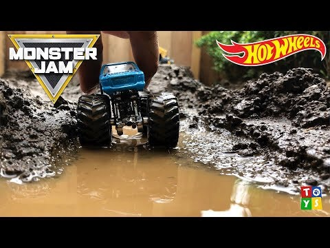 AWESOME racetrack! HotWheels MONSTER Jam! Toy Video for Kids