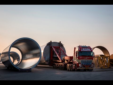 Volvo Trucks – How to haul a 150 tonne windmill (with captions)