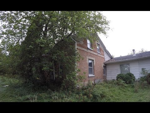 Exploring an Abandoned House in Victoria County