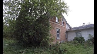 Exploring an Abandoned House in Victoria County thumbnail