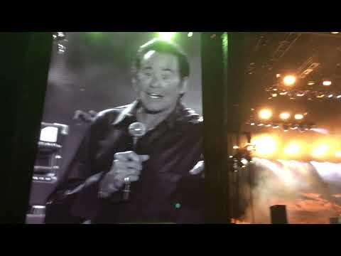 Watch Black Keys Perform 'Lonely Boy' With Wayne Newton at Vegas Fest