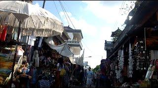 shopping-ubud-bali-indonesia-EBA8YJ Ubud Bali Shopping