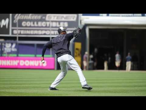 Aroldis Chapman warms up for Yankees debut