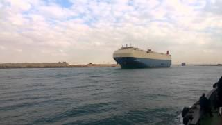 See the regularity of navigation through the Suez Canal