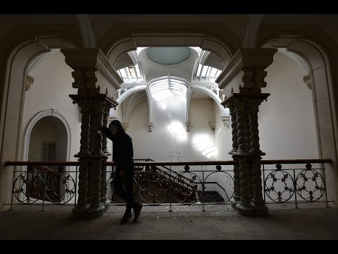 MASSIVE ABANDONED MANSION WITH GRAND STAIRCASE (CAUGHT)