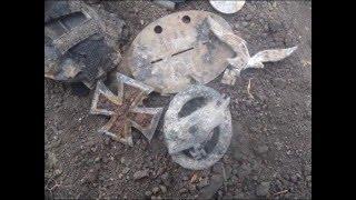 Раскопки 3 х десантных шлемов и других находок.(dug three FJ helmet and findings)