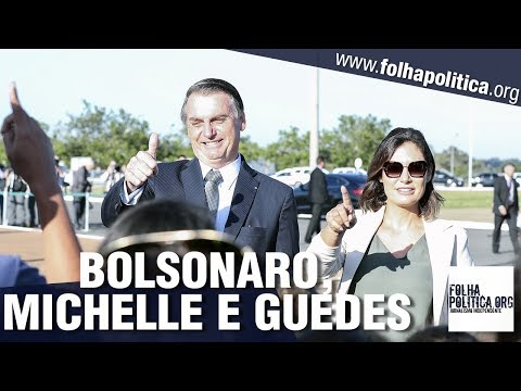 Presidente Bolsonaro, Michelle e Paulo Guedes participam de estonteante cerimônia de hasteamento..