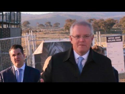 شاهد: رجل يقاطع كلمة رئيس الوزراء الأسترالي ويخرجه مع طاقم التصوير من حديقته…  - نشر قبل 2 ساعة