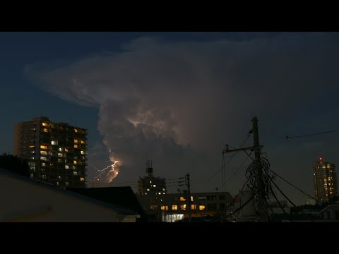 Tokyo's Bizarre Electrical Storm Cell Approaching #雷雲 #ラピュタ雲