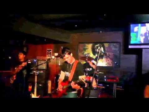OSMIUM performing LIVE at PURPLE HAZE Mysore - Sweet Child O' Mine
