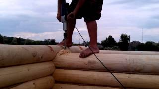 Установка березовых нагелей в деревянный сруб бани из оцилиндрованного бревна.(Просверливание отверстий для установки березовых нагелей при строительстве объектов из оцилиндрованного,..., 2015-07-21T18:55:55.000Z)