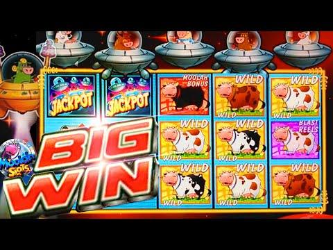 HUGE BIG WINS!!! Invaders Return From The Planet Moolah Slots In CASINO