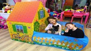 Öykü Masal ve Köpeği Evin İçine Bahçeli Oyun EVİ Kurdu! Kids Pretende Play House with Garden
