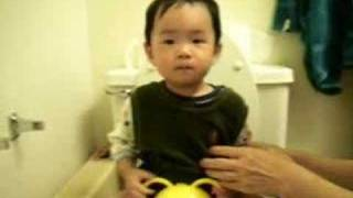 Austin 18 Months --   Mom's b-day gift  potty trained!媽媽生日禮物-