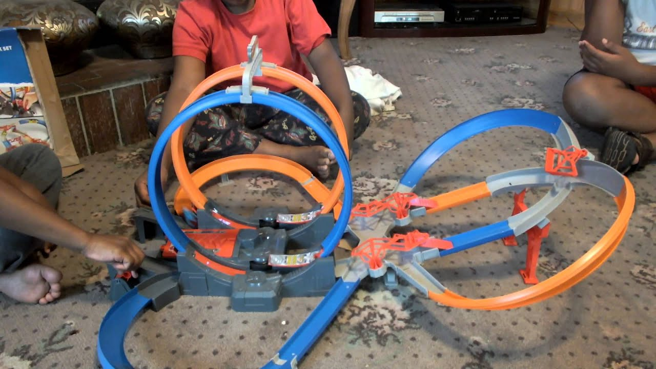 hot wheels mega loop mayhem youtube. Black Bedroom Furniture Sets. Home Design Ideas
