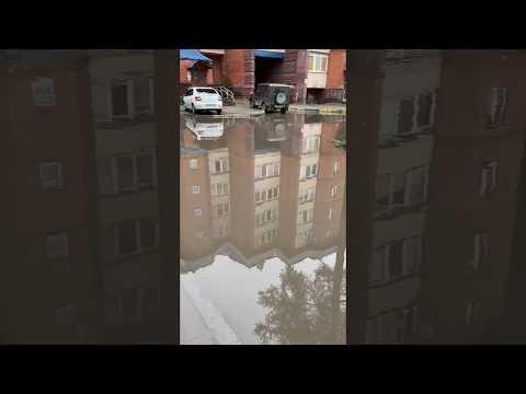 Громадная лужа у подъездов 5, 6 дом №1 микрорайон №1 Белоярский ХМАО