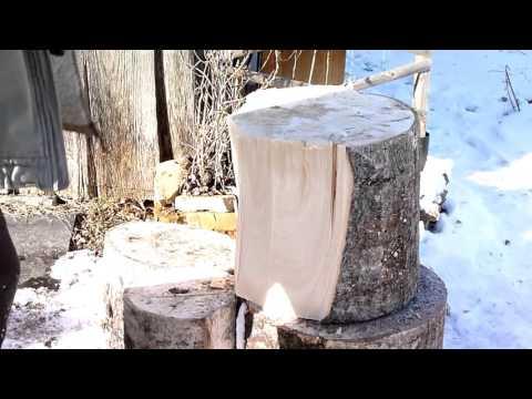 Колка дров: как расколоть большой пень за 3 минуты
