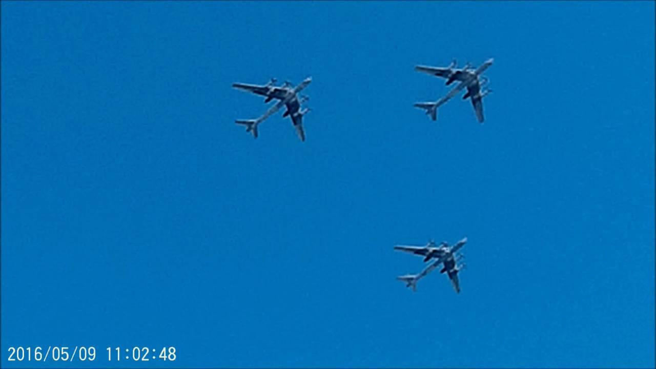 самолеты и вертолеты над Москвой, из окна, 9 мая - YouTube