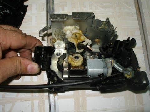 Ремонт замка здвижной двери Рено Кенго 2 .   Renault Kengo 2 Sliding Door Lock Repair