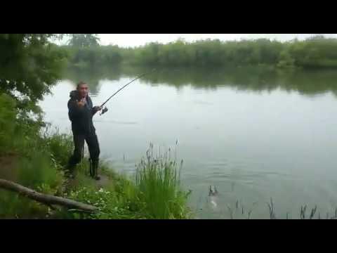 Прикол на рыбалке. Дядя Женя в шоке:)