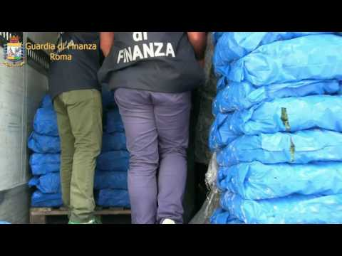 Roma  Guardia di Finanza sequestra oltre 250 kg di hashish 5 arresti