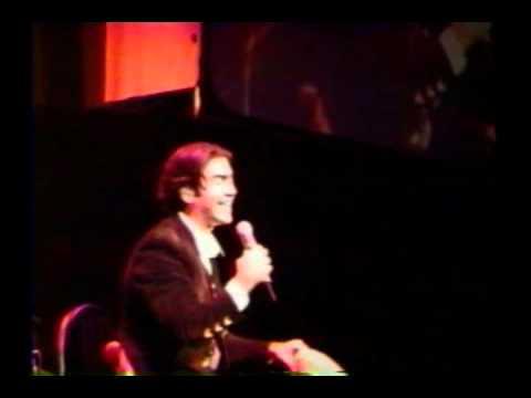Video alejandro fernandez mujeres divinas lyrics en for Alejandro fernandez en el jardin lyrics