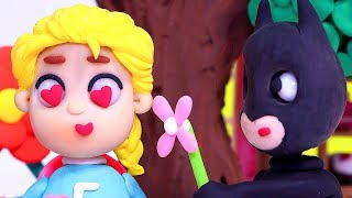 Batman offer a flower to Elsa 💕 Superhero Play Doh Stop motion videos for kids