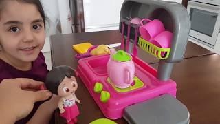 İlkim Prenses Mini Ocak Seti Açıyor İlkim Niloyaya Yemek Hazırladı Eğlenceli Çocuk Videosu