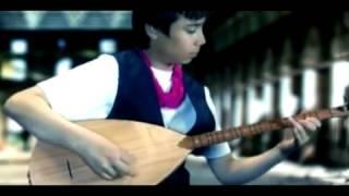 Kuzenler - Yalnizim Sensiz Allah - Yeni ILAHI Orjinal Video Klip 2011