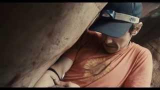 Aron Ralston egyedül indul a Utah államban lévő kanyon falainak meg...