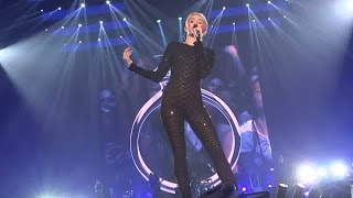 Repeat youtube video Miley Cyrus - Bangerz Tour - Adore You - Live From London