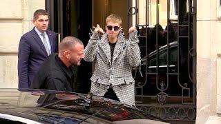 EXCLUSIVE : Justin Bieber goes to Avenue restaurant in Paris