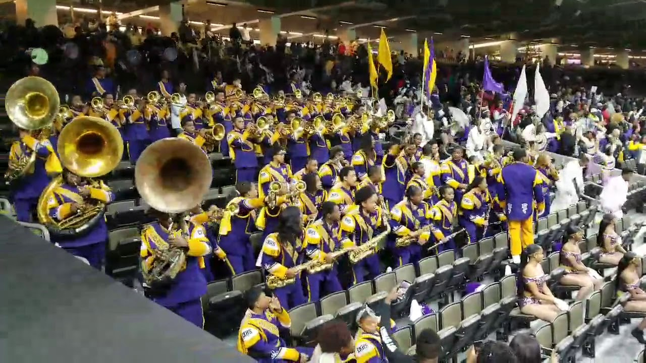 Carnival New Orleans News | Mardi Gras Day Wrap Up |Edna Karr High School Band