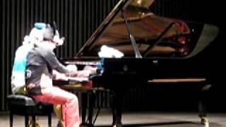 2009.12.26:ピアノサークルの発表会「スギナミdeピアノムシ」で演奏し...