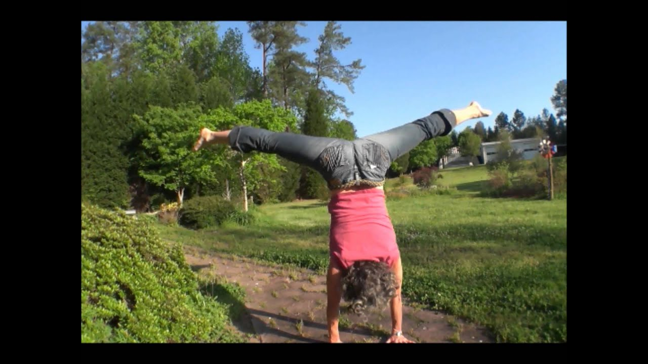 bluejean straddle handstand press up & commentary tips
