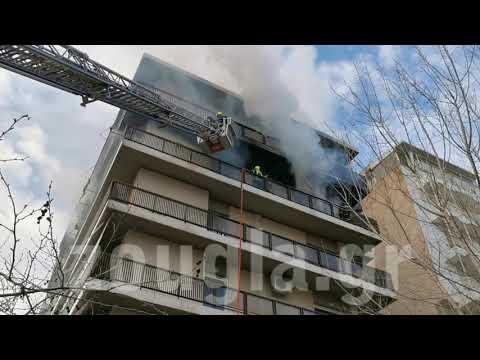 Φωτιά σε διαμέρισμα στο Παλαιό Φάληρο - Απεγκλωβίστηκαν δύο γυναίκες