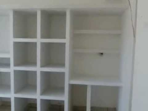 Closets de muroblock youtube for Modelos de closet para habitaciones en cemento