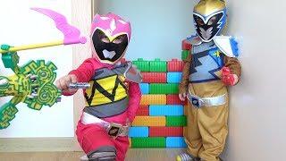 - Power Rangers kostm giyen Azra Selim duvar akas ve bulmaca canavar ile Power Rangers Energems