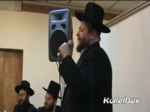 Chazan Yitzchak Meir Helfgot singing VEHU RACHIM