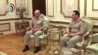 بالفيديو.. وزير الدفاع يلتقي رئيس الاستخبارات العسكرية السودانية