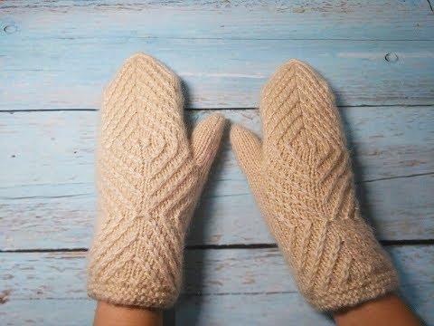 Женские варежки (рукавицы) с геометрическим узором спицами.