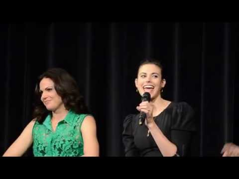 Meghan Ory, Lana Parrilla : When Ruby's hair catch fire...