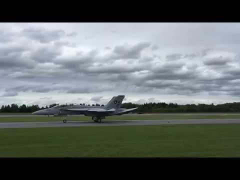 F18 Super Hornet - Low Pass And Sonic Boom - Syracuse Airshow 2016
