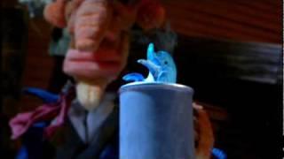 問題。このイルカ、何をしゃべっている のでしょう。 新作人形アニメの1...