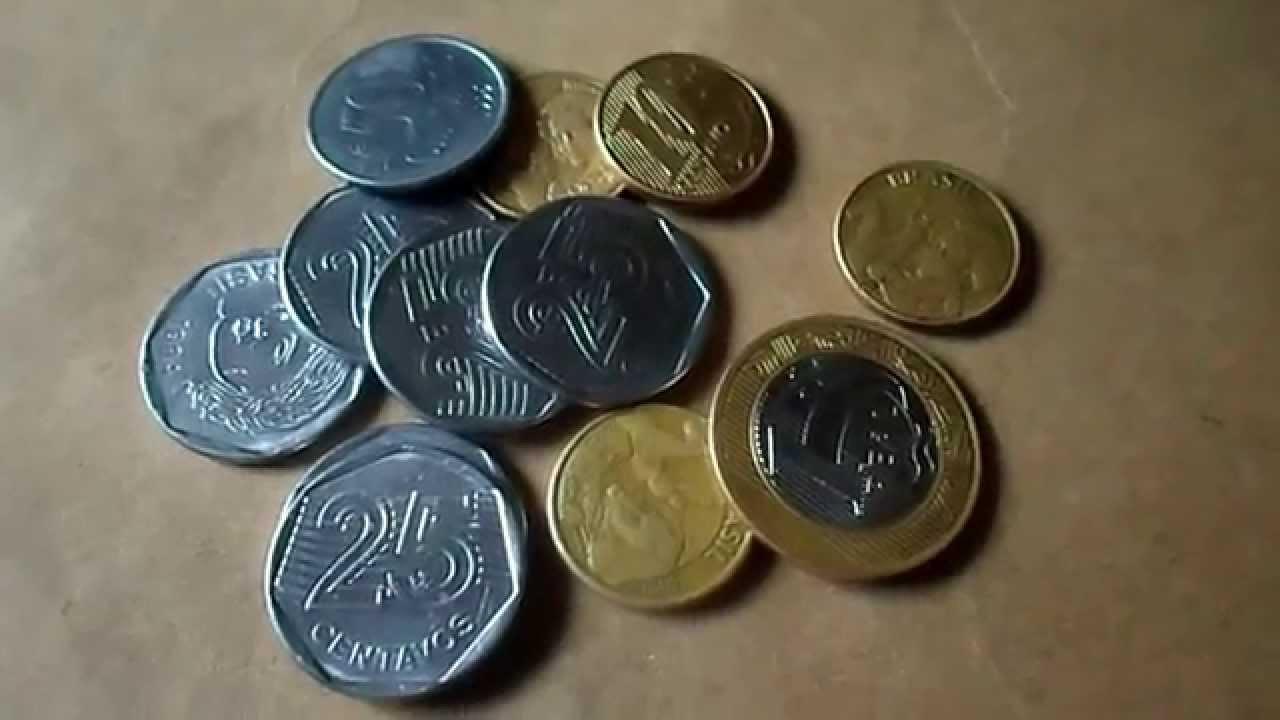 Resultado de imagem para mulher contando moedas