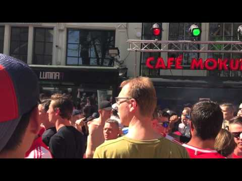 Agressie bij laatste fluitsignaal op het Leidseplein, Ajax verspeelt de titel, PSV kampioen!